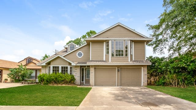 Photo 1 of 25 - 16018 Mission Village Dr, Houston, TX 77083