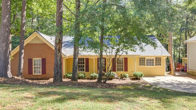 Photo 1 of 17 - 2029 Summertown Dr, Norcross, GA 30071