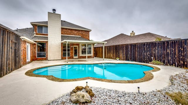 Photo 1 of 25 - 7302 Airline Dr, Rowlett, TX 75089