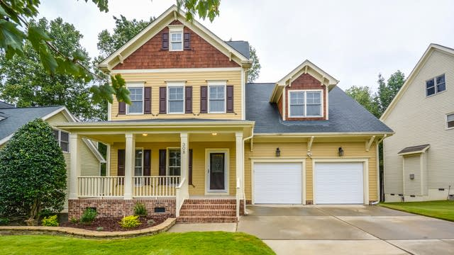 Photo 1 of 19 - 308 Edgepine Dr, Holly Springs, NC 27540