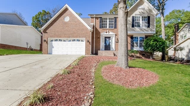 Photo 1 of 25 - 1915 Misty Vale Rd, Charlotte, NC 28214