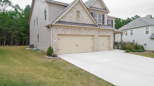 Photo 1 of 25 - 7266 Parkland Bnd, Fairburn, GA 30213