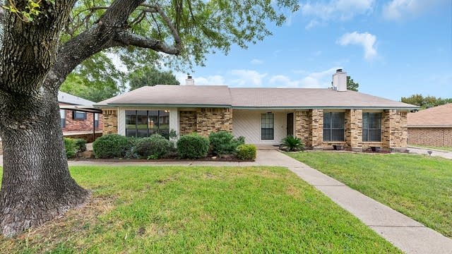 Photo 1 of 20 - 2317 Chestnut Way, Bedford, TX 76022