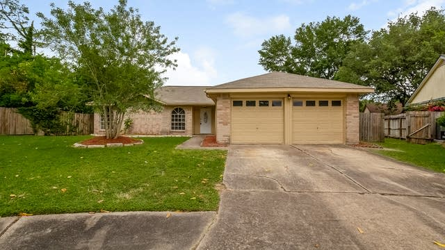 Photo 1 of 24 - 17507 Heritage Creek Ct, Webster, TX 77598