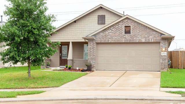 Photo 1 of 16 - 10806 Harston Dr, Tomball, TX 77375