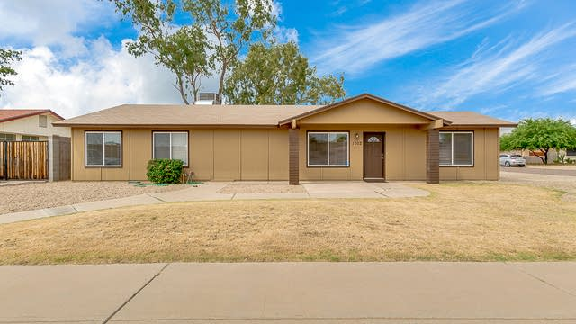 Photo 1 of 22 - 1002 W Pontiac Dr, Phoenix, AZ 85027