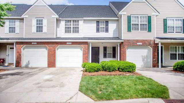 Photo 1 of 15 - 10033 University Park Ln, Charlotte, NC 28213