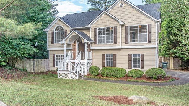 Photo 1 of 16 - 3211 Chesterfield Ct, Snellville, GA 30039