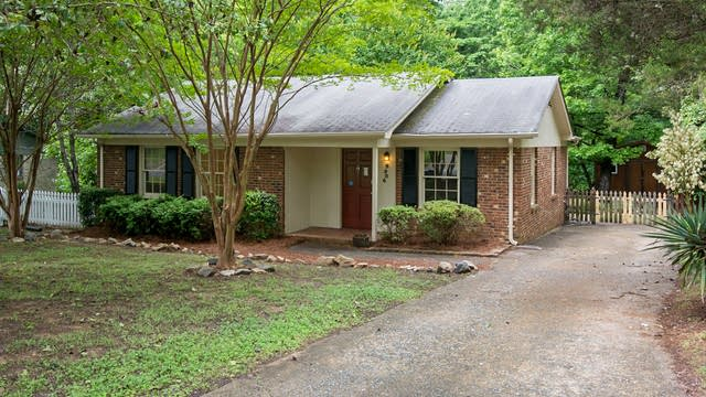 Photo 1 of 18 - 9906 Arbordale Ave, Charlotte, NC 28215