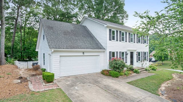 Photo 1 of 26 - 1935 Meadowchase Ct, Snellville, GA 30078