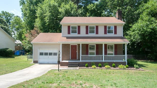 Photo 1 of 12 - 5517 Round Hill Ln, Raleigh, NC 27616