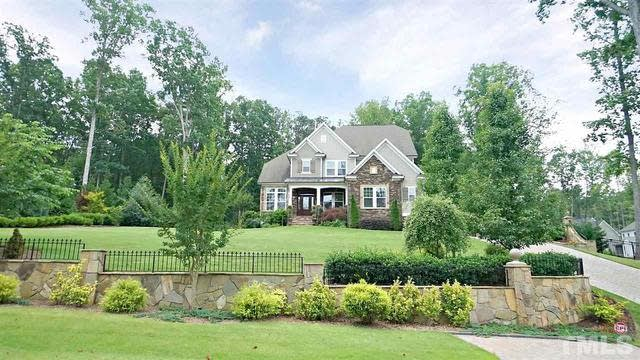 Photo 1 of 30 - 12225 Kyle Abbey Ln, Raleigh, NC 27613