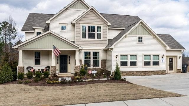 Photo 1 of 26 - 560 Clubhouse Dr, Youngsville, NC 27596
