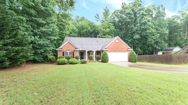 Photo 1 of 18 - 6202 Saddlehorse Dr, Flowery Branch, GA 30542