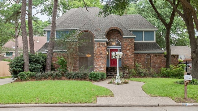 Photo 1 of 22 - 3814 Trappers Forest Dr, Houston, TX 77088