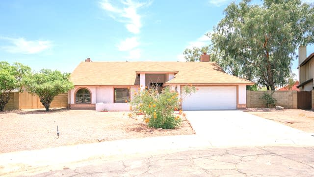 Photo 1 of 18 - 7631 W North Ln, Peoria, AZ 85345