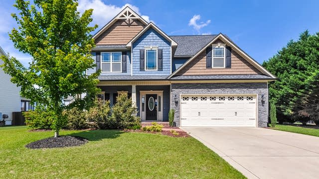 Photo 1 of 25 - 104 Claymore Dr, Clayton, NC 27527