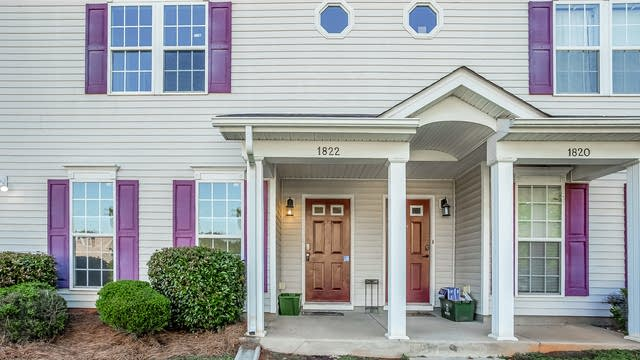 Photo 1 of 25 - 1822 Butterfly Ln, Charlotte, NC 28269