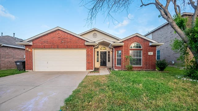 Photo 1 of 20 - 9216 Nightingale Dr, Fort Worth, TX 76123