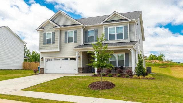 Photo 1 of 30 - 404 Richlands Cliff Dr, Youngsville, NC 27596