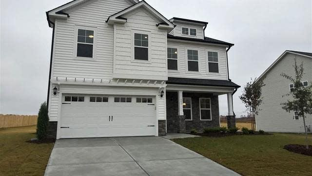 Photo 1 of 27 - 402 Richlands Cliff Dr, Youngsville, NC 27596