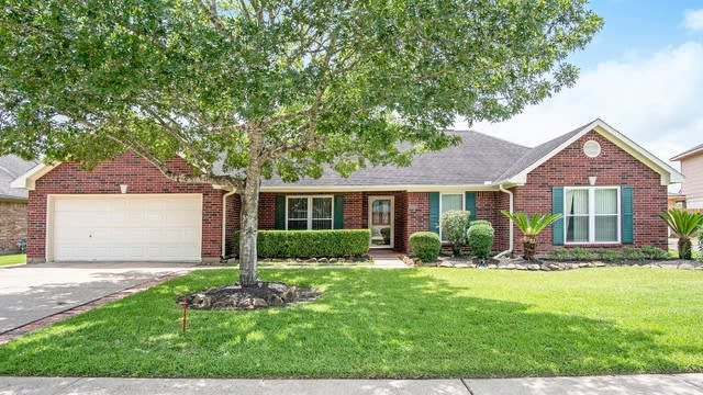 Photo 1 of 16 - 1504 Inverness Ln, Pearland, TX 77581