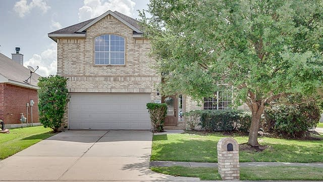 Photo 1 of 19 - 7106 Winter Blossom Dr, Humble, TX 77346