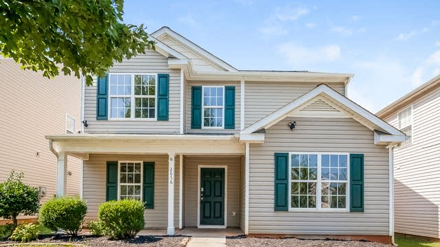 Photo 1 of 25 - 2656 Reid Park Ln, Charlotte, NC 28208