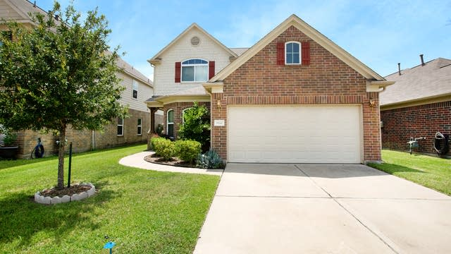 Photo 1 of 17 - 19247 Carriage Vale Ln, Tomball, TX 77375