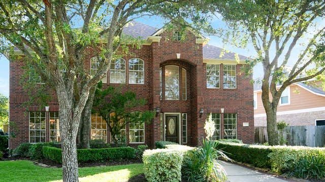 Photo 1 of 19 - 902 Evandale Ln, Sugar Land, TX 77479