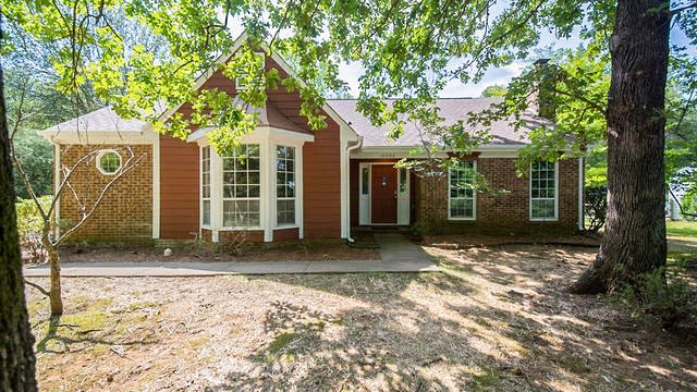 Photo 1 of 28 - 10506 Four Mile Creek Rd, Charlotte, NC 28277