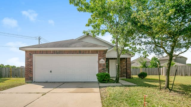 Photo 1 of 15 - 12906 Pentacle Ln, Houston, TX 77085