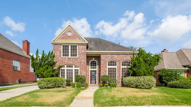 Photo 1 of 25 - 19023 Barry Ln, Humble, TX 77346