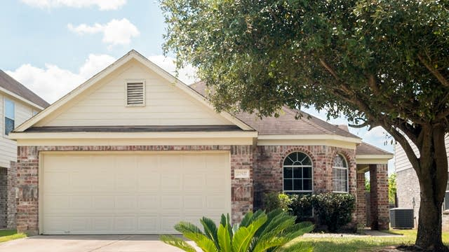 Photo 1 of 27 - 22527 High Point Pines Dr, Spring, TX 77373