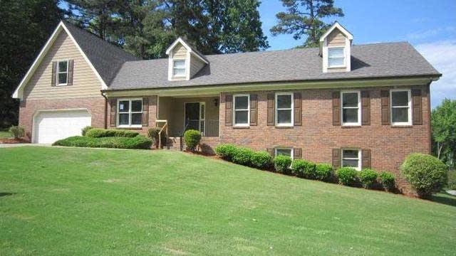 Photo 1 of 20 - 3561 Hanover Dr, Buford, GA 30519