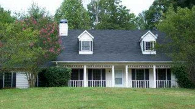 Photo 1 of 11 - 2382 Ivy Crest Dr, Buford, GA 30519