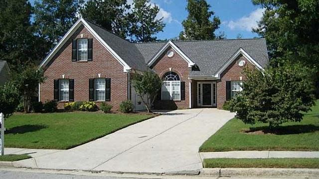 Photo 1 of 10 - 3490 Rivers End Pl, Buford, GA 30519