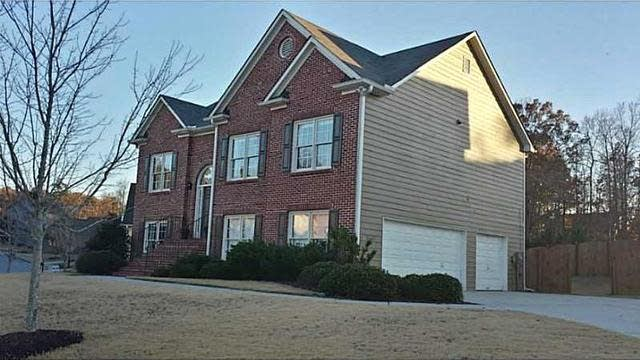 Photo 1 of 25 - 3728 Southland Dr, Buford, GA 30519