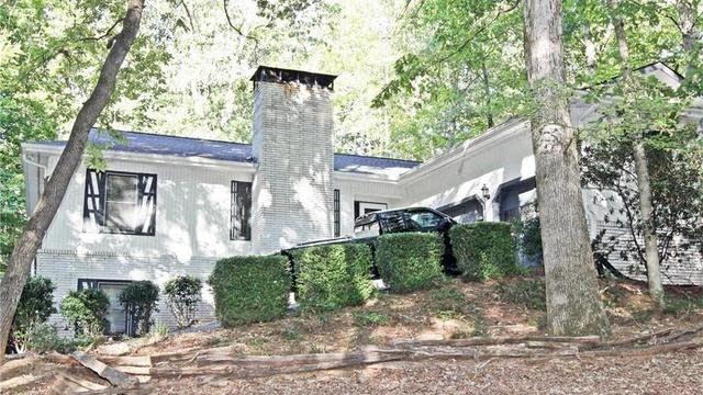 Photo 1 of 24 - 3915 Hamilton Mill Rd, Buford, GA 30519