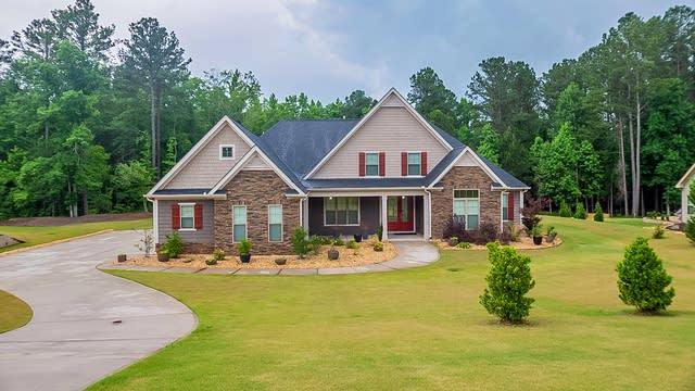 Photo 1 of 30 - 130 Discovery Lake Dr, Fayetteville, GA 30215