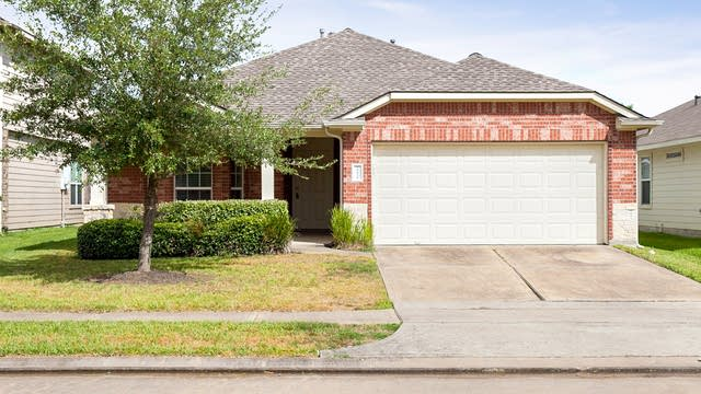 Photo 1 of 20 - 19438 Plantation Cove Ln, Katy, TX 77449