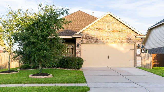 Photo 1 of 24 - 6515 Claire Brook Dr, Richmond, TX 77407