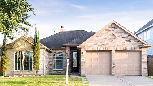 Photo 1 of 24 - 6811 Claire Brook Dr, Richmond, TX 77407