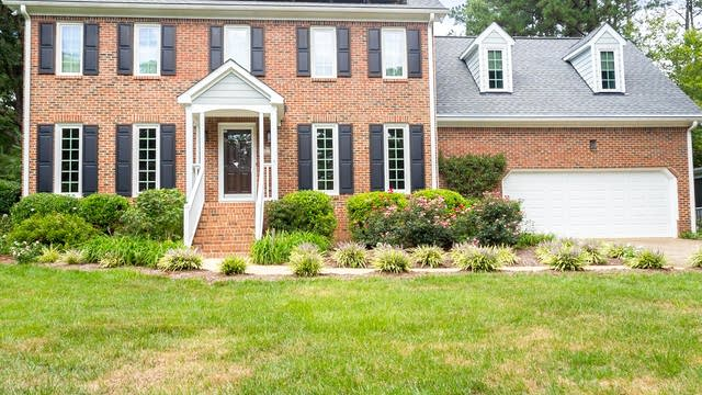 Photo 1 of 27 - 2508 Bembridge Dr, Raleigh, NC 27613