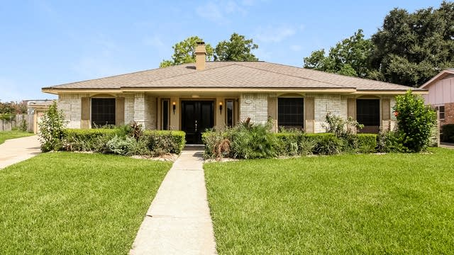 Photo 1 of 25 - 12342 Scarcella Ln, Meadows Place, TX 77477