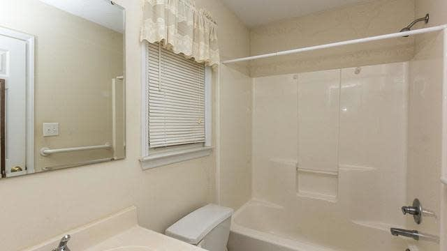 Photo 1 of 30 - 10905 Leesville Rd, Raleigh, NC 27613