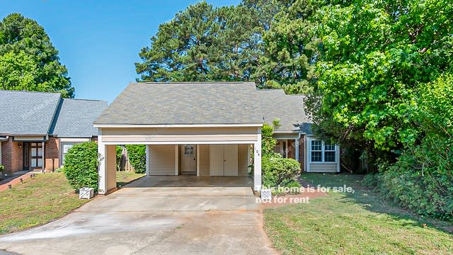Photo 1 of 20 - 104 Forest Hills Ct, Cary, NC 27511