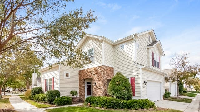 Photo 1 of 25 - 8651 Meadowmont View Dr, Charlotte, NC 28269
