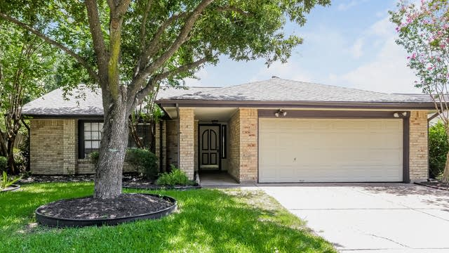 Photo 1 of 25 - 12031 Hedgegate Dr, Houston, TX 77065