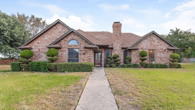 Photo 1 of 25 - 1416 Frenchmans Dr, DeSoto, TX 75115